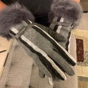 Gray and White Fashion Gloves with a cute Bow